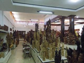 マス村木彫り店めぐり MANIS・KARYA・Ida Bagus Marka